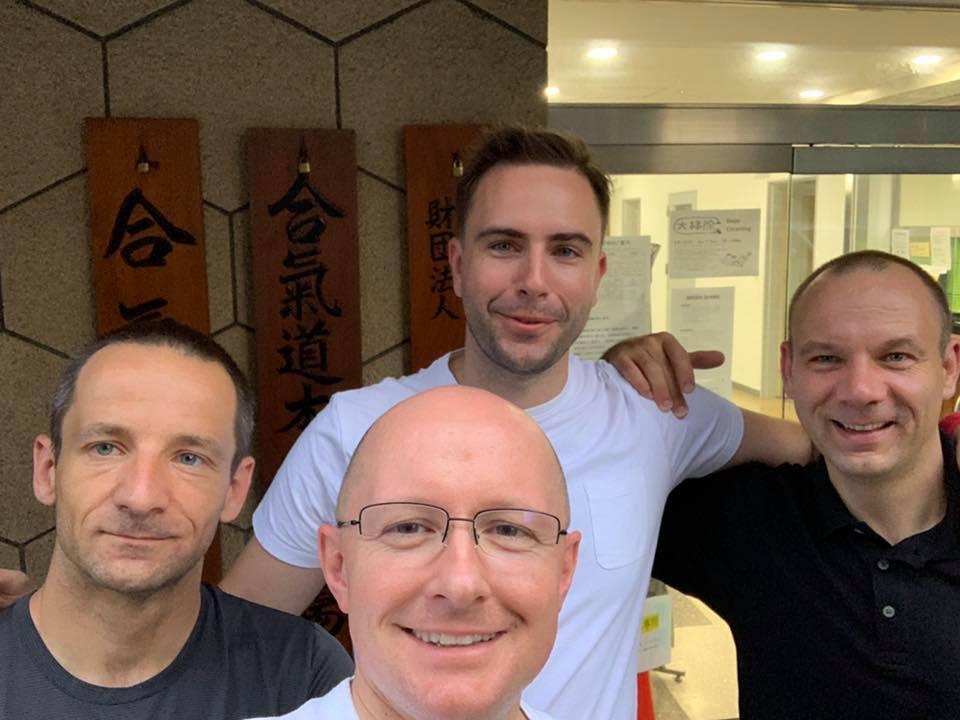 Przed treningiem w Hombu Dojo